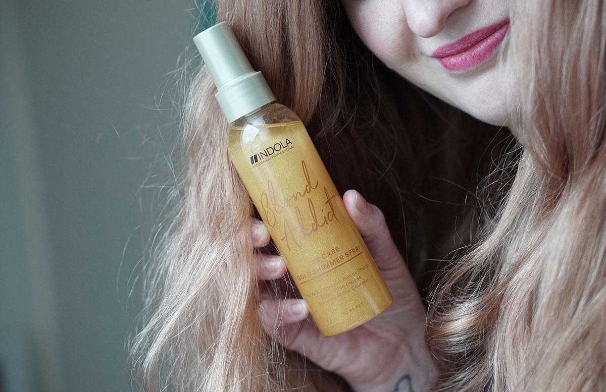 Erdbeerblonde-Haare-mit-Indola-Blond-Addict-gold-shimmer-spray
