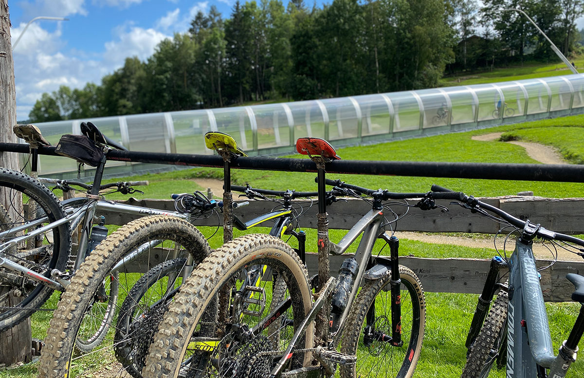 Erlebnisarena-in-St.-Corona-Sommerrodeln-Motorikpark-und-Biken-hängend
