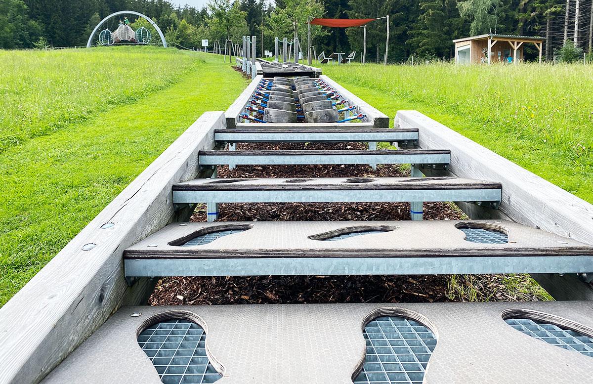 Erlebnisarena-in-St.-Corona-Sommerrodeln-Motorikpark-und-Biken-hinauf-klettern