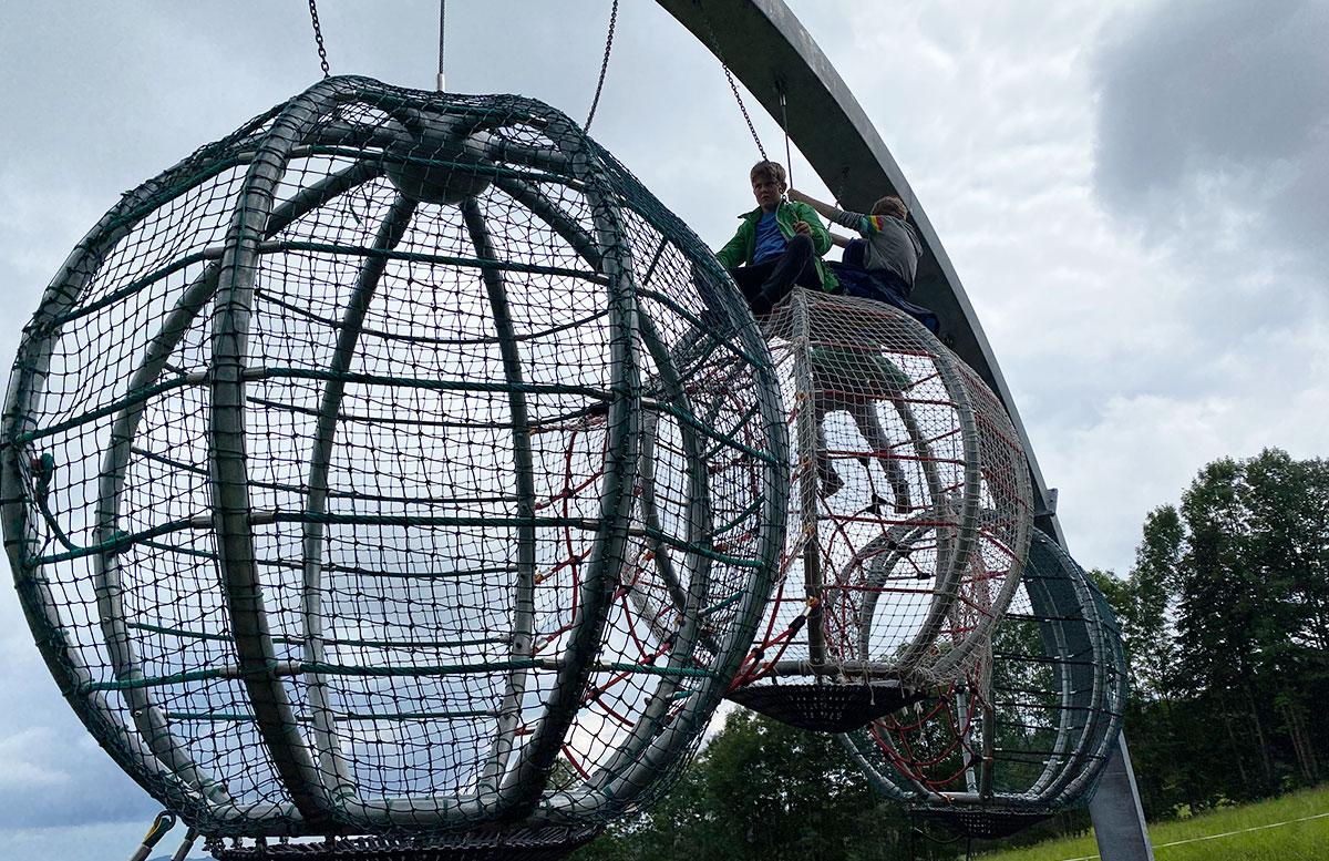 Erlebnisarena-in-St.-Corona-Sommerrodeln-Motorikpark-und-Biken-kletterkäfig