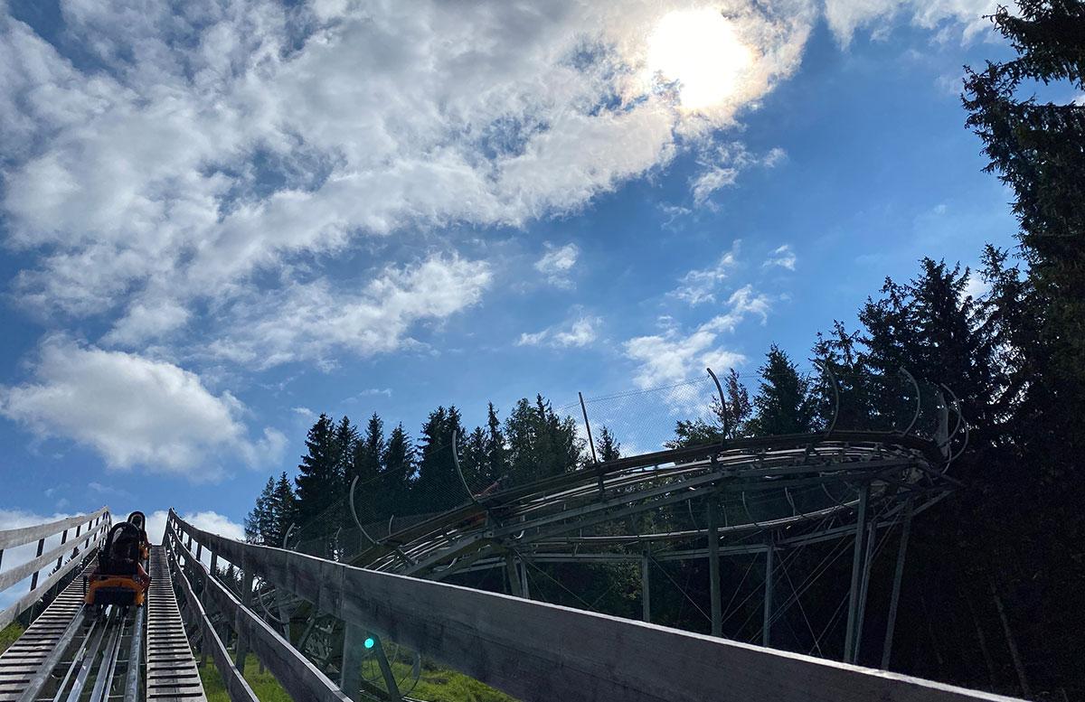 Erlebnisarena-in-St.-Corona-Sommerrodeln-Motorikpark-und-Biken-kurve-rodeln