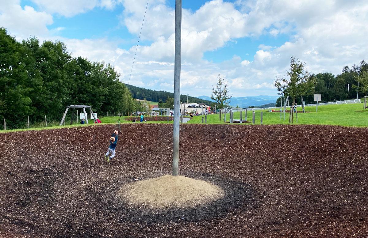 Erlebnisarena-in-St.-Corona-Sommerrodeln-Motorikpark-und-Biken-schwingen