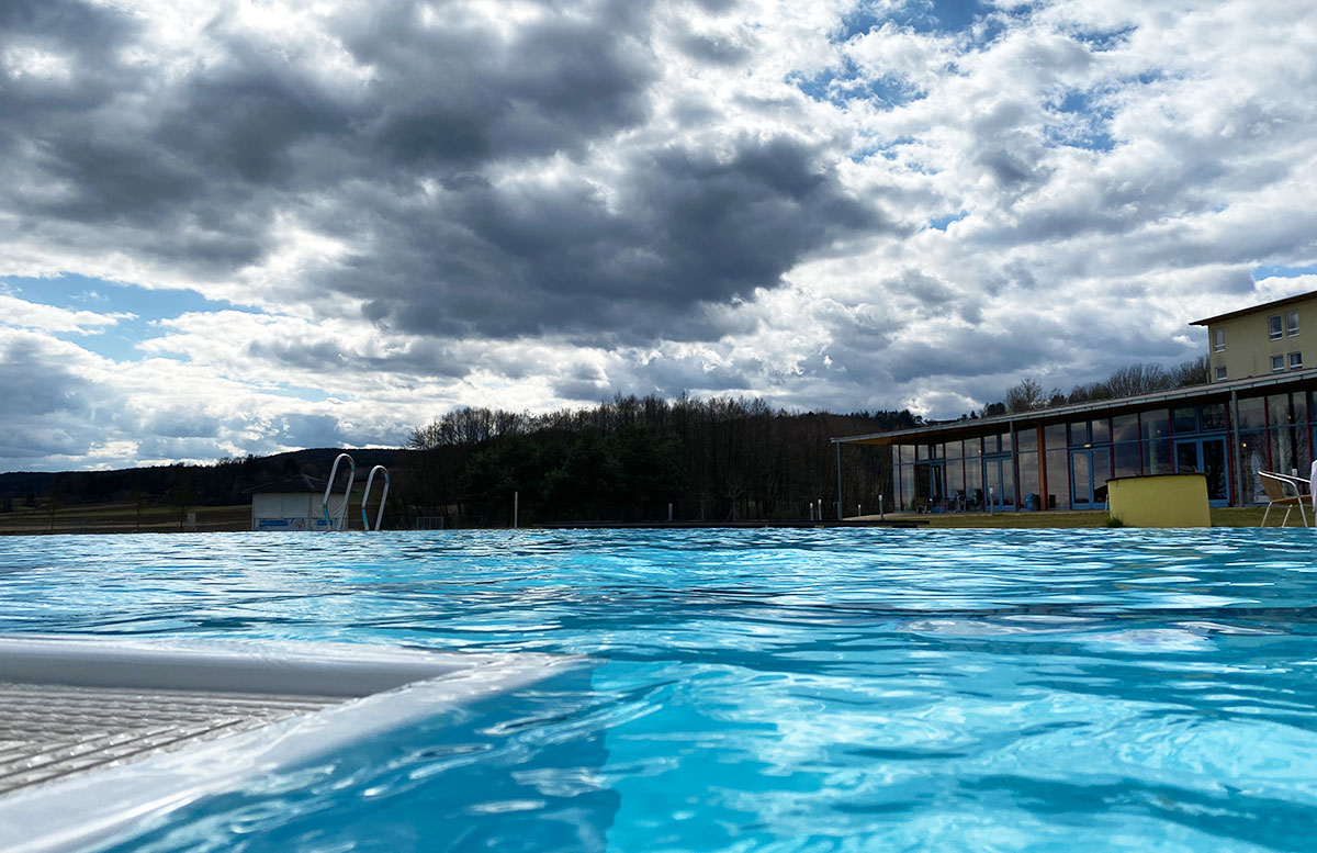 FIT-Familien--und-Gesundheitstage-in-der-H2O-Therme-OUTDOOR-POOL