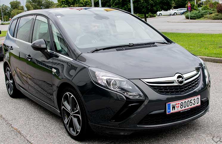 Familien-Trip-nach-Tirol-mit-dem-Opel-Zafira-ganzes-auto