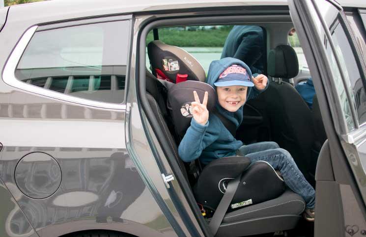Familien-Trip-nach-Tirol-mit-dem-Opel-Zafira-lenny-im-kindersitz