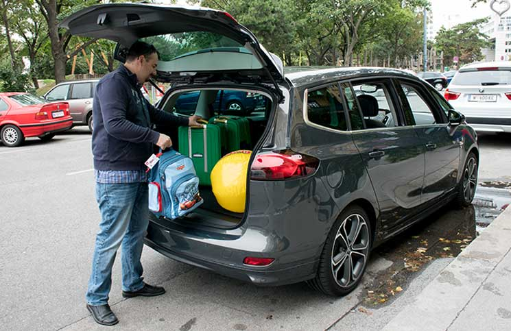 Familien-Trip-nach-Tirol-mit-dem-Opel-Zafira-opel-hat-platz-kofferraum-vollräumen