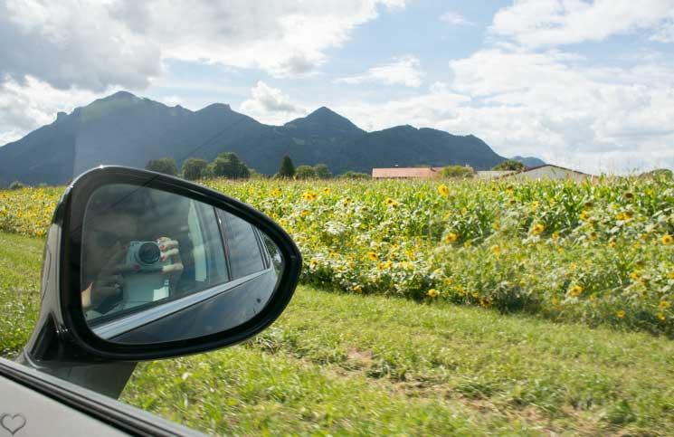Familien-Trip-nach-Tirol-mit-dem-Opel-Zafira-sicht-aus-dem-rückspiegel