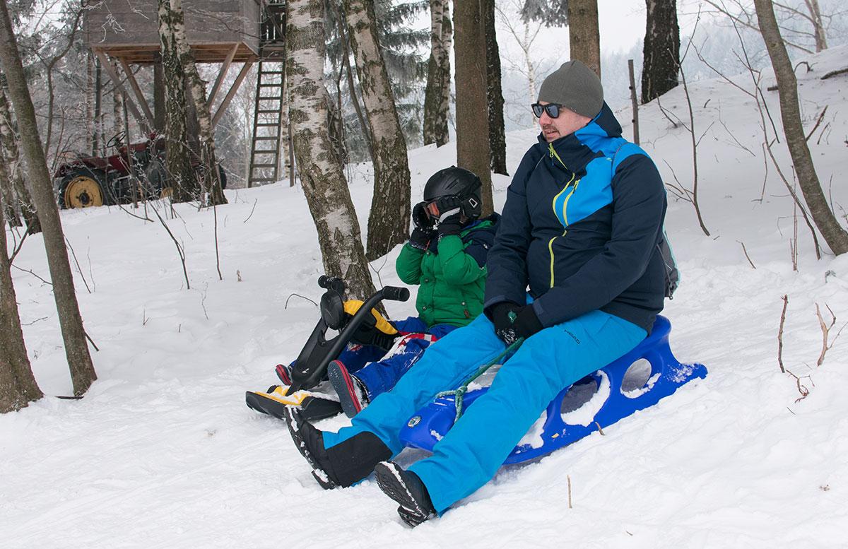 Familienausflug-Skifahren-in-St.-Corona-am-Wechsel-bobfahren-mit-papa