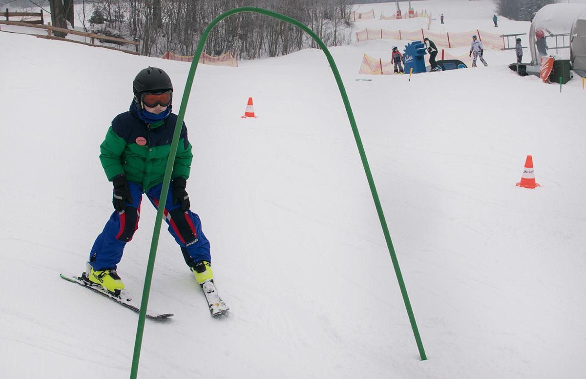 Familienausflug-Skifahren-in-St.-Corona-am-Wechsel-lenny-beim-skifahrenFamilienausflug-Skifahren-in-St.-Corona-am-Wechsel-lenny-beim-skifahren