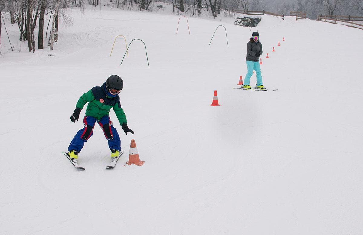 Familienausflug-Skifahren-in-St.-Corona-am-Wechsel-pistenabfahrt