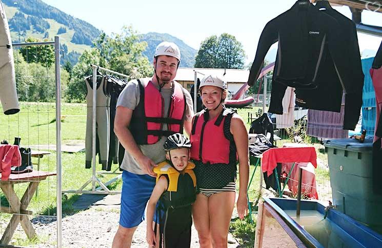 Familienrafting-und-Sommerrodeln-im-Kaiserwinkl-fertig-zum-familien-rafting