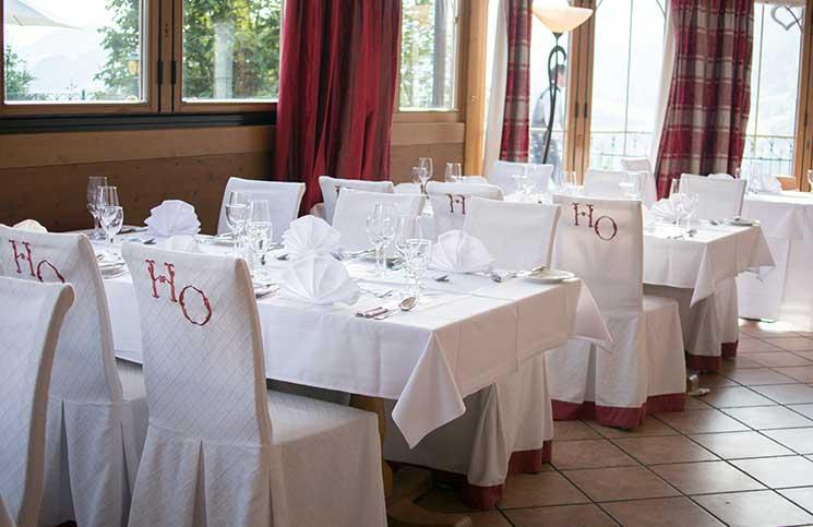 Familienurlaub-im-Hotel-Oberforsthof-in-St.-Johann-tischdekoration