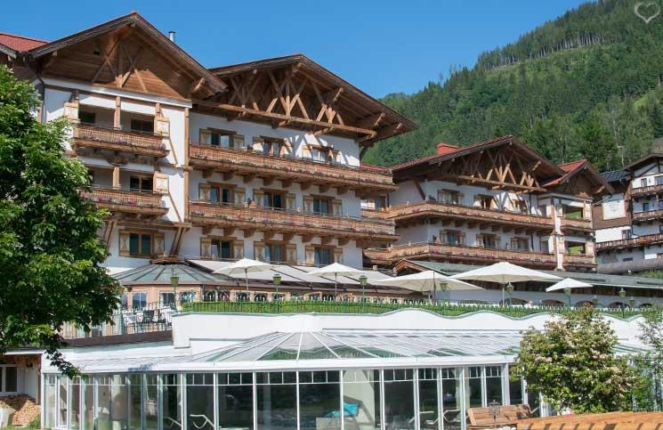 Familienurlaub-im-Hotel-Oberforsthof-in-St.-Johann