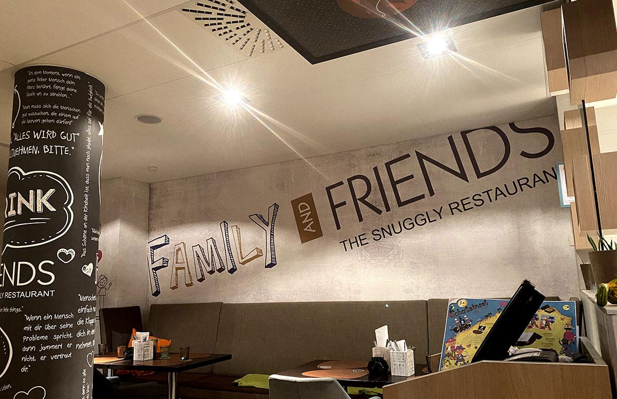 Family-and-friends-das-kinderfreundliche-Familienlokal-in-Wien-eingang