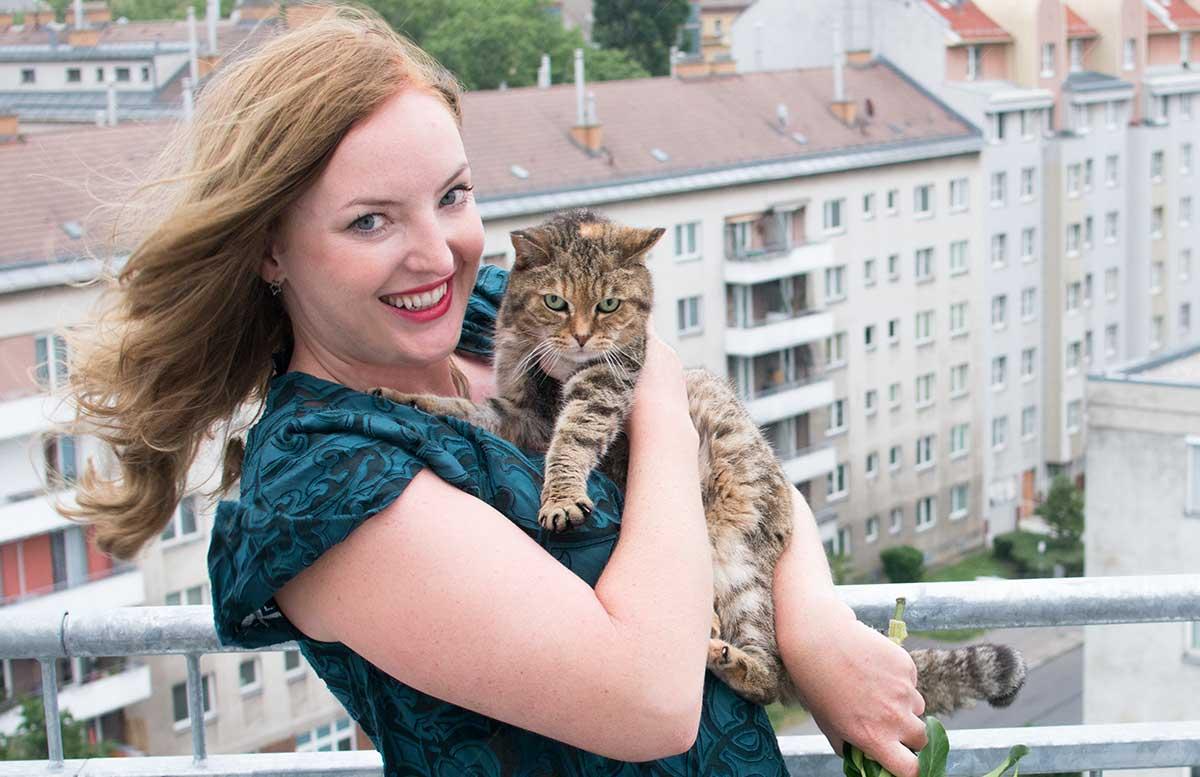 10 Gründe warum ein Leben mit Katze wunderschön ist shooting lady