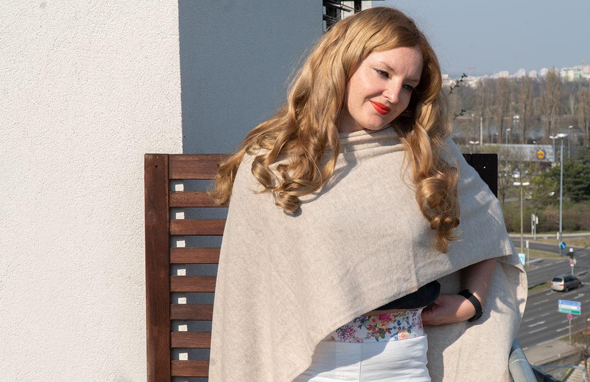 Frühlings-Trend-Accessoire-Cashmere-Poncho-oberkörper