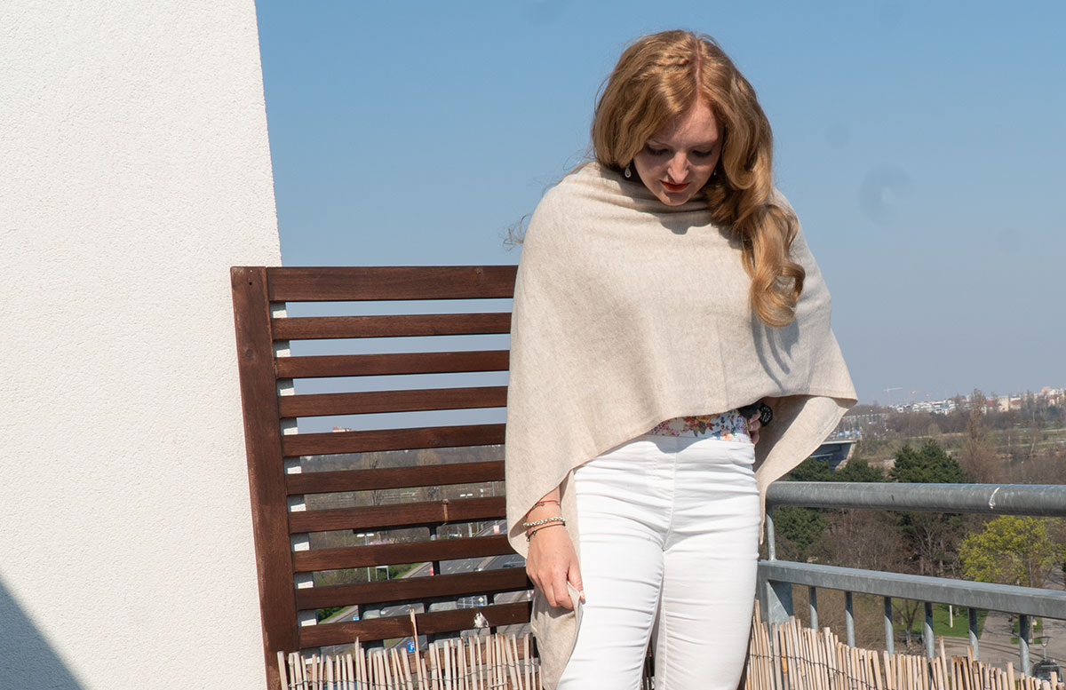 Frühlings-Trend-Accessoire-Cashmere-Poncho-outfit
