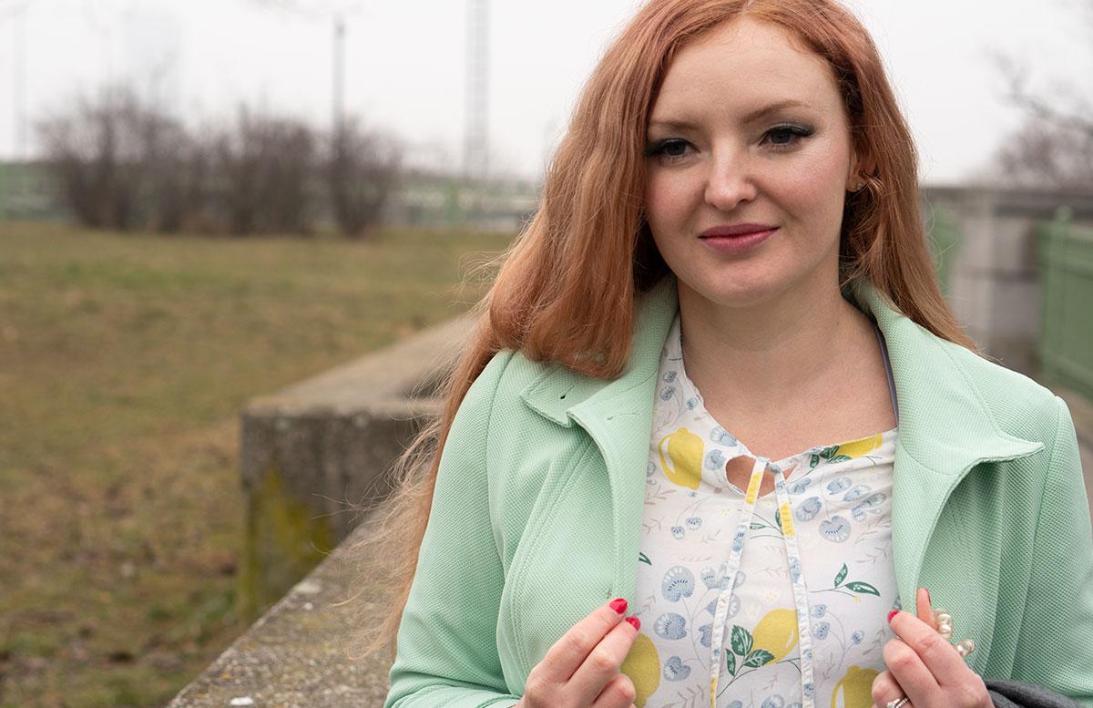 Frühlingslook-in-Mint-und-Abnehm-Tipps--detail-zitronen-mantel