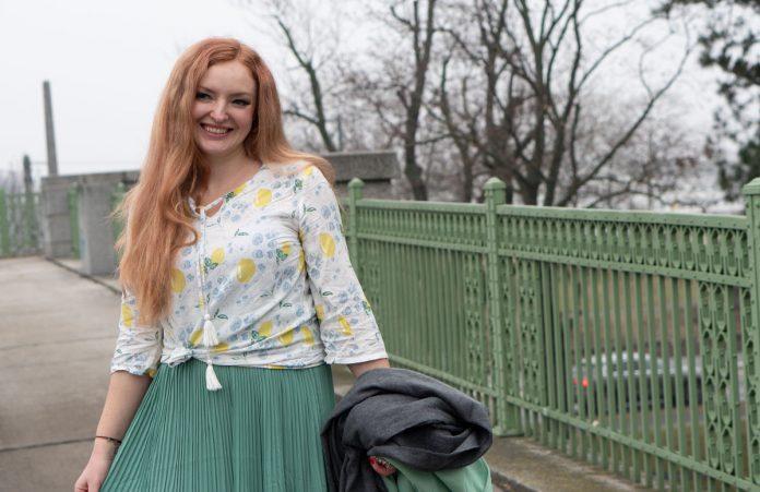 Frühlingslook-in-Mint-und-Abnehm-Tipps--geknotete-bluse