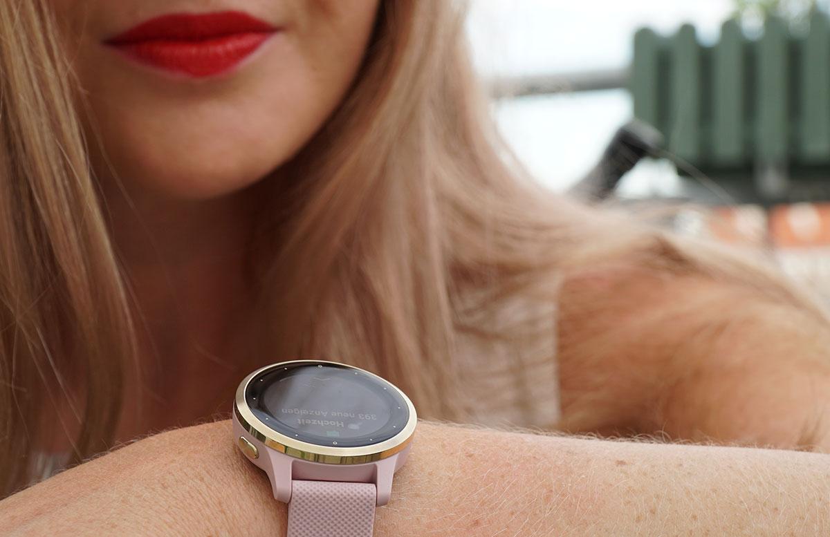 Garmin-vivoactive-4S-Fitness-Smartwatch-BLICK-AUF-UHR