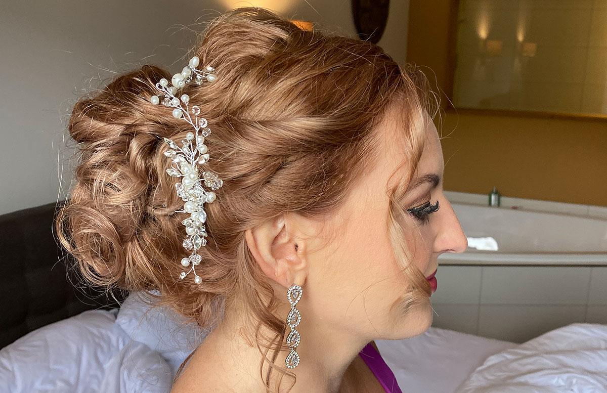 Getting-ready---Heute-wird-geheiratet-details-haare