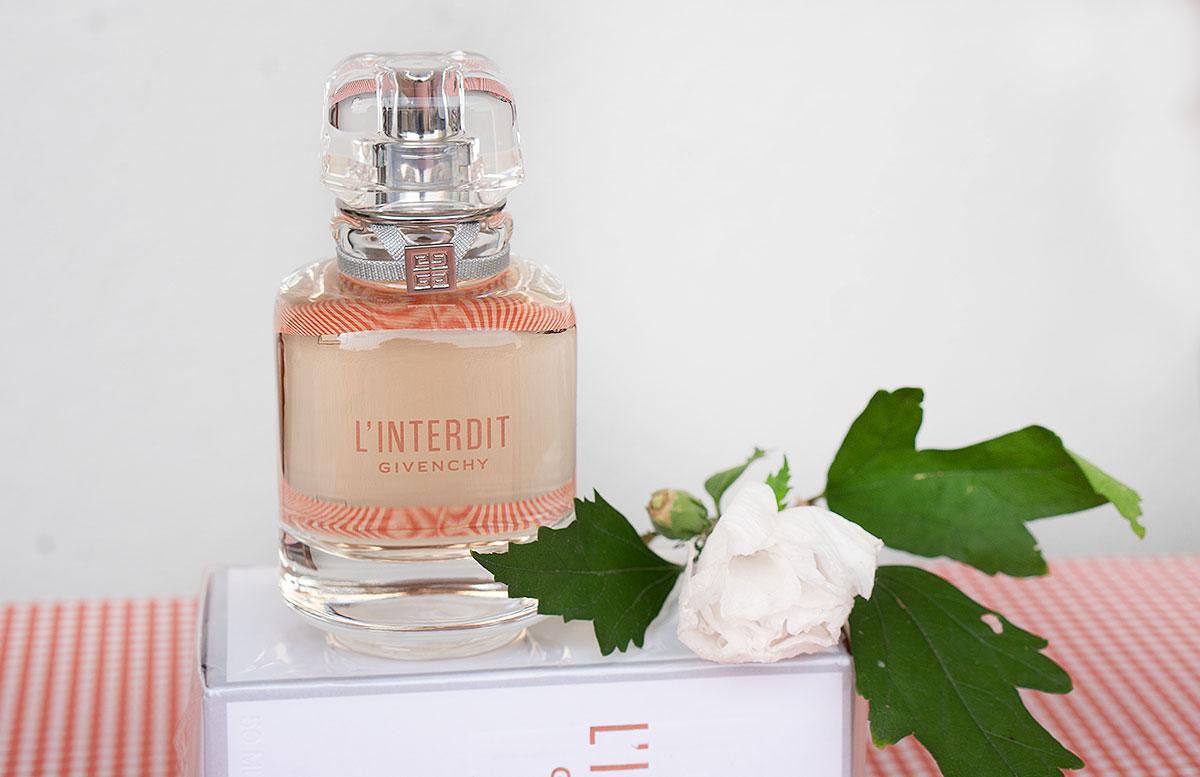 Givenchy-L'Interdit-Eau-de-Toilette-und-Le-Rouge-deep-velvet-lippenstift-duft-detail-groß