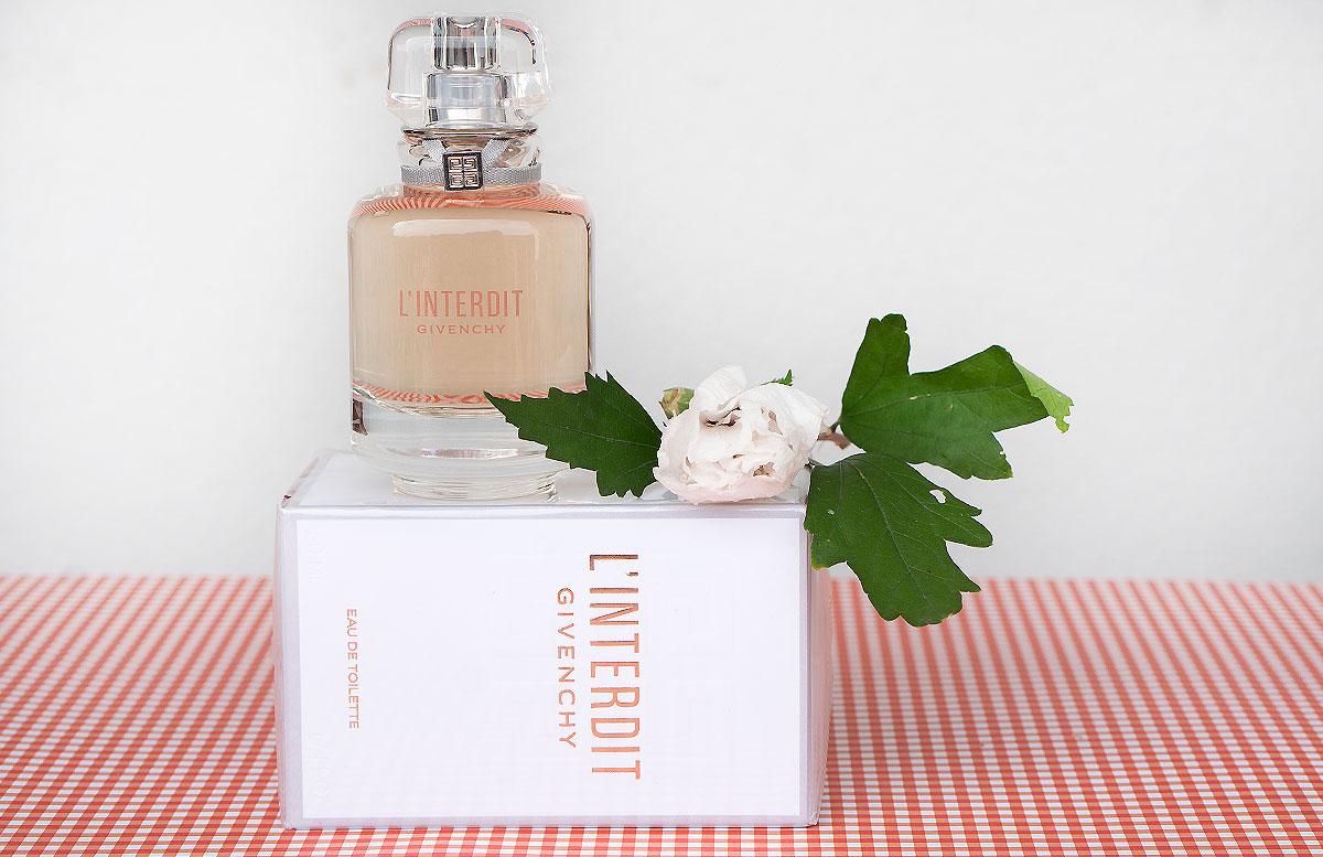 Givenchy-L'Interdit-Eau-de-Toilette-und-Le-Rouge-deep-velvet-lippenstift-duft-detail