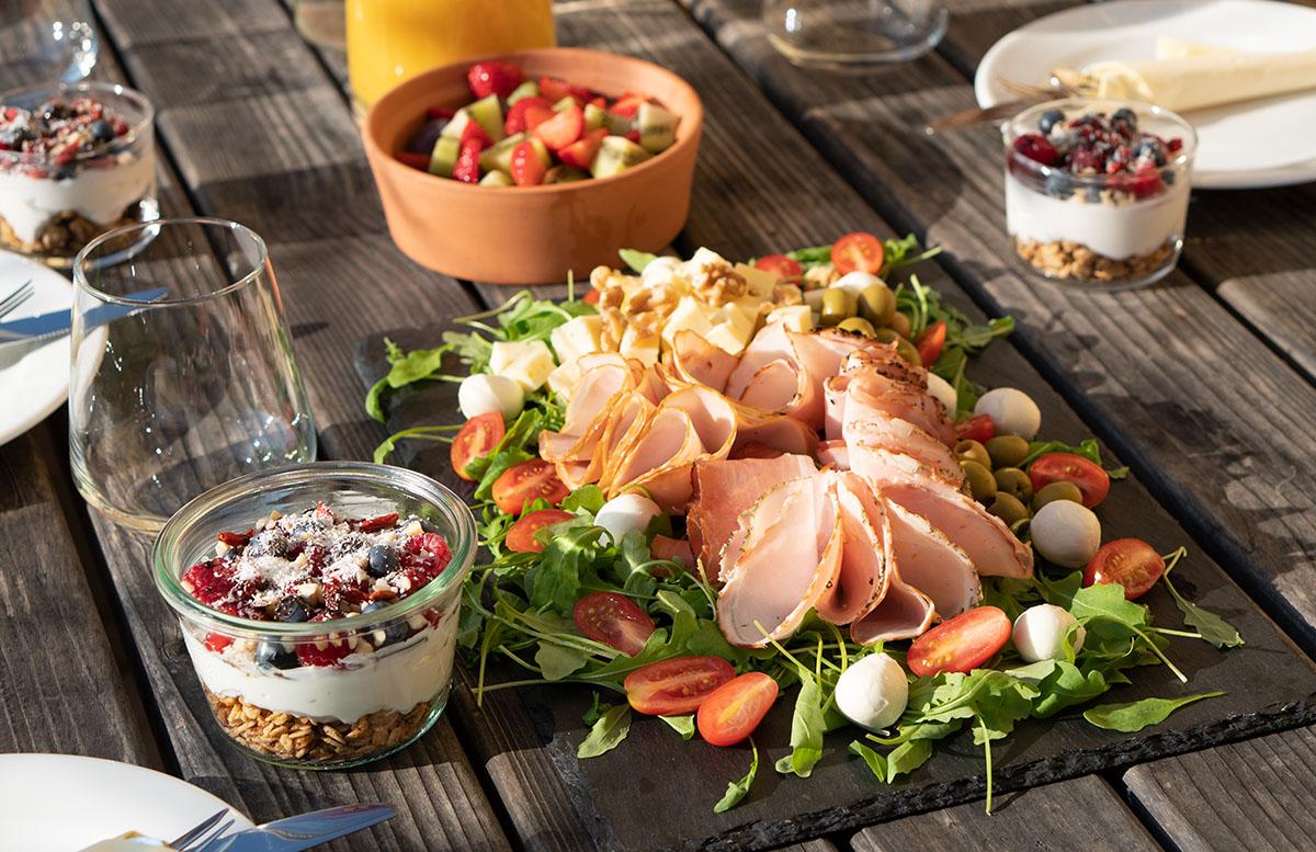 Glamping Resort Chateau Ramsak in Maribor baumhaus camping zelt frühstück müsli