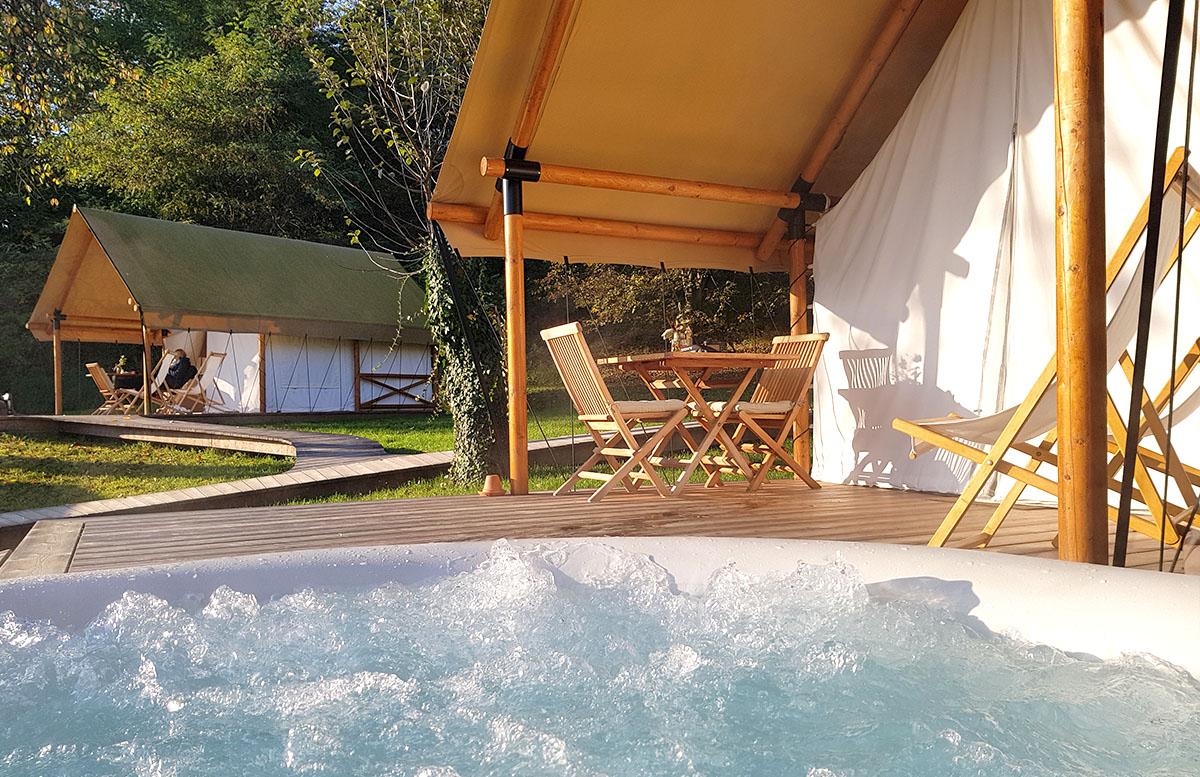 Glamping Resort Chateau Ramsak in Slowenien zelt perspektive whirlpool
