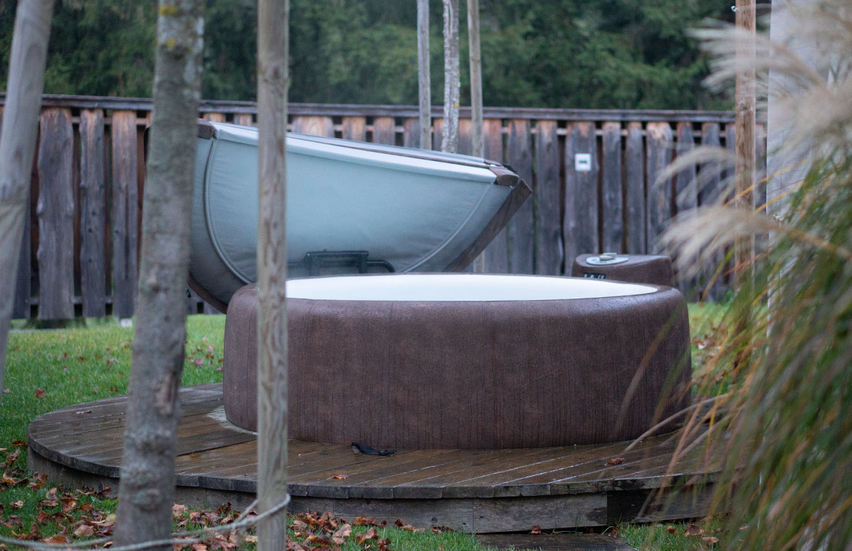 Glamping-im-Charming-Slovenia-in-Ljubno-whirlpool