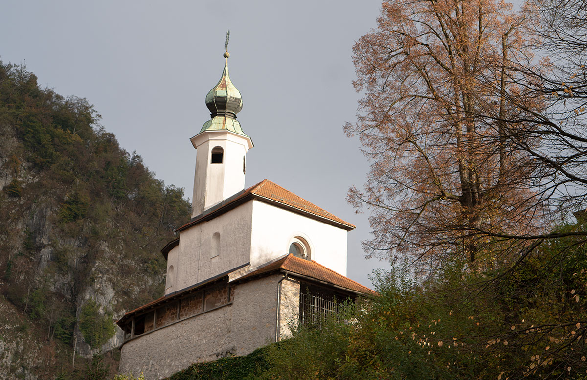 Glamping im Slovenia Eco Resort Kamnik kirche