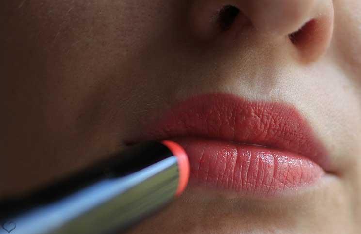 Guerlain-La-petite-robe-noire-Lippenstift-lippen-detail-aufnahme