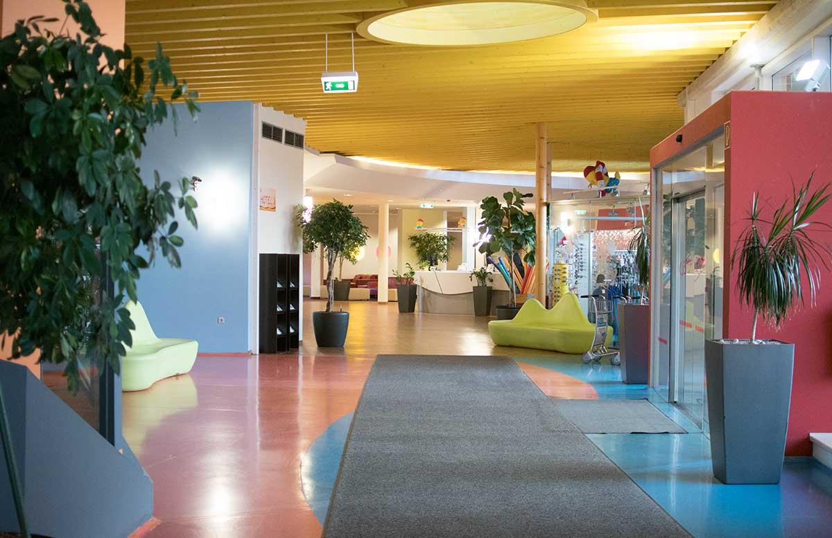 Sommerspaß im H2O Hotel Thermen Resort eingangsbereich