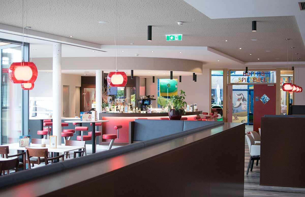 H2O-Hotel-Therme-Resort-und-Ausflug-zur-Pfauenfarm-Lindenhof-hopi-ho-spielewelt
