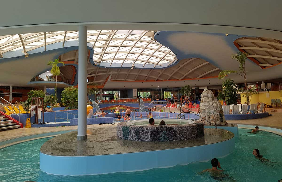 H2O-Hotel-Therme-Resort-und-Ausflug-zur-Pfauenfarm-Lindenhof-whirlpool-indoor