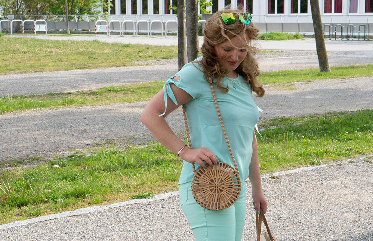 Handtaschen-aus-Bambus-und-Stroh--die-Trend-Accessoires-des-Sommers-detail-bambustasche-outfit
