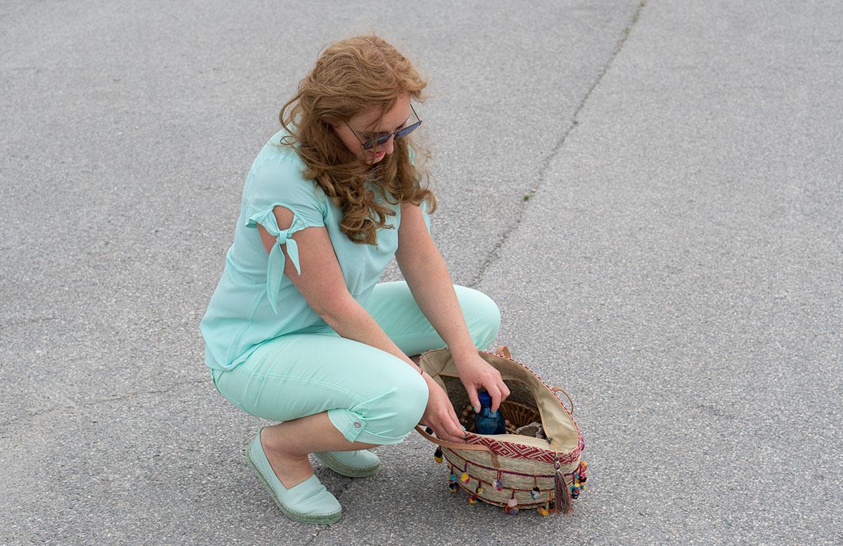 Handtaschen-aus-Bambus-und-Stroh--die-Trend-Accessoires-des-Sommers-inhalt-tasche