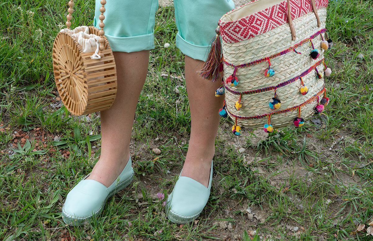 Handtaschen-aus-Bambus-und-Stroh--die-Trend-Accessoires-des-Sommers-tasche-mit-bommel