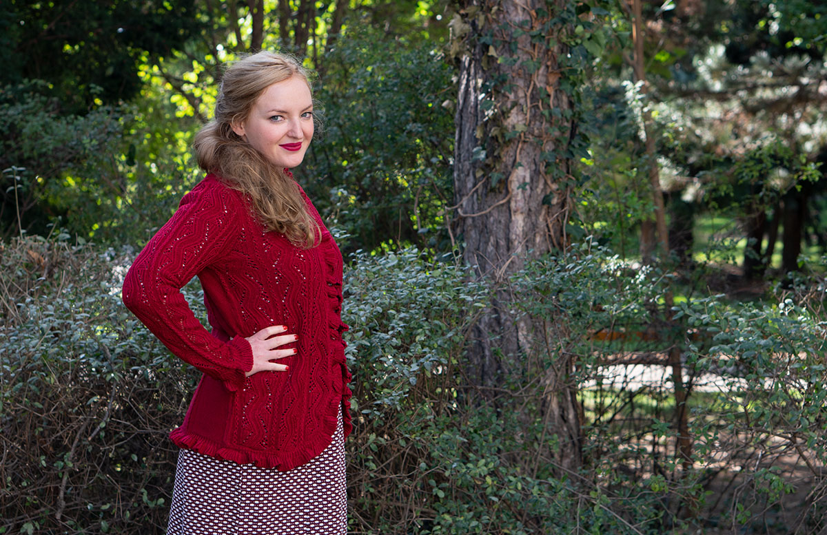 Herbst Outfit in Bordeaux mit Jacquard Kleid