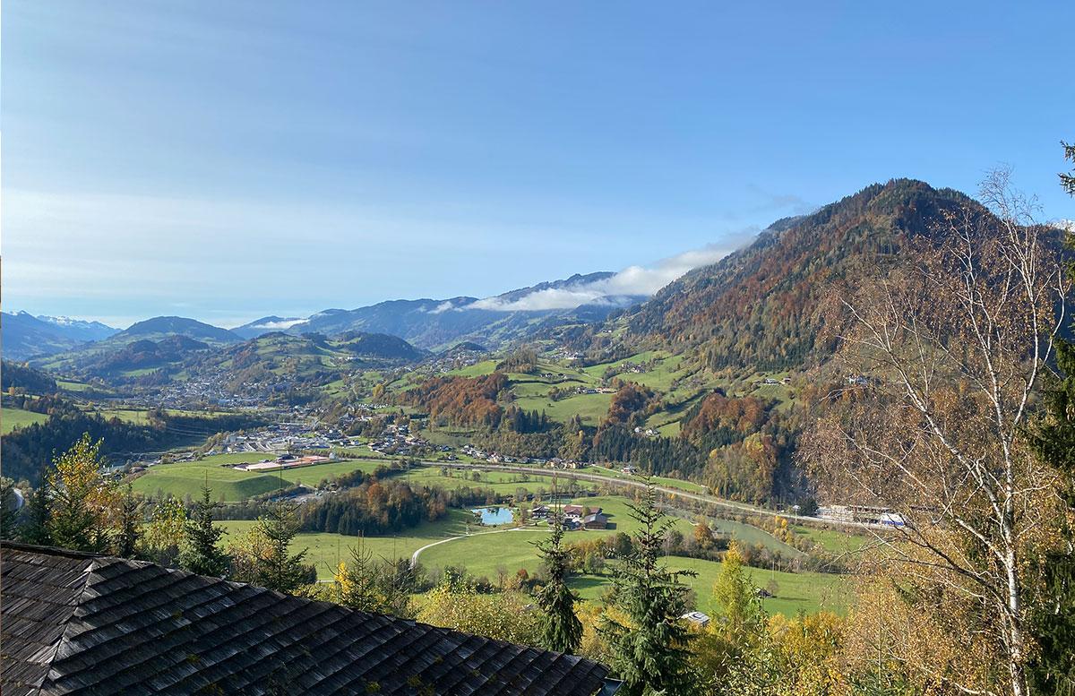 Herbstferien-im-Hotel-Oberforsthof-in-St.-Johann-aussicht-zimmer
