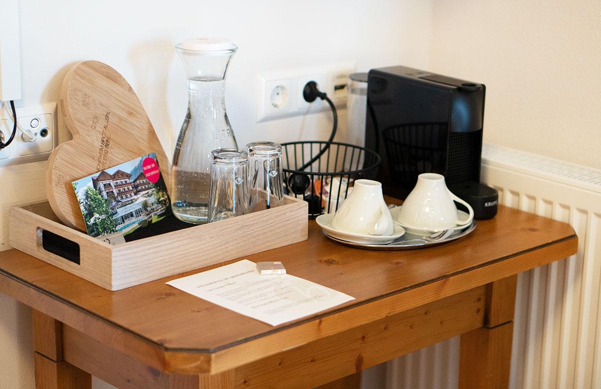 Herbstferien-im-Hotel-Oberforsthof-in-St.-Johann--kaffeemaschine