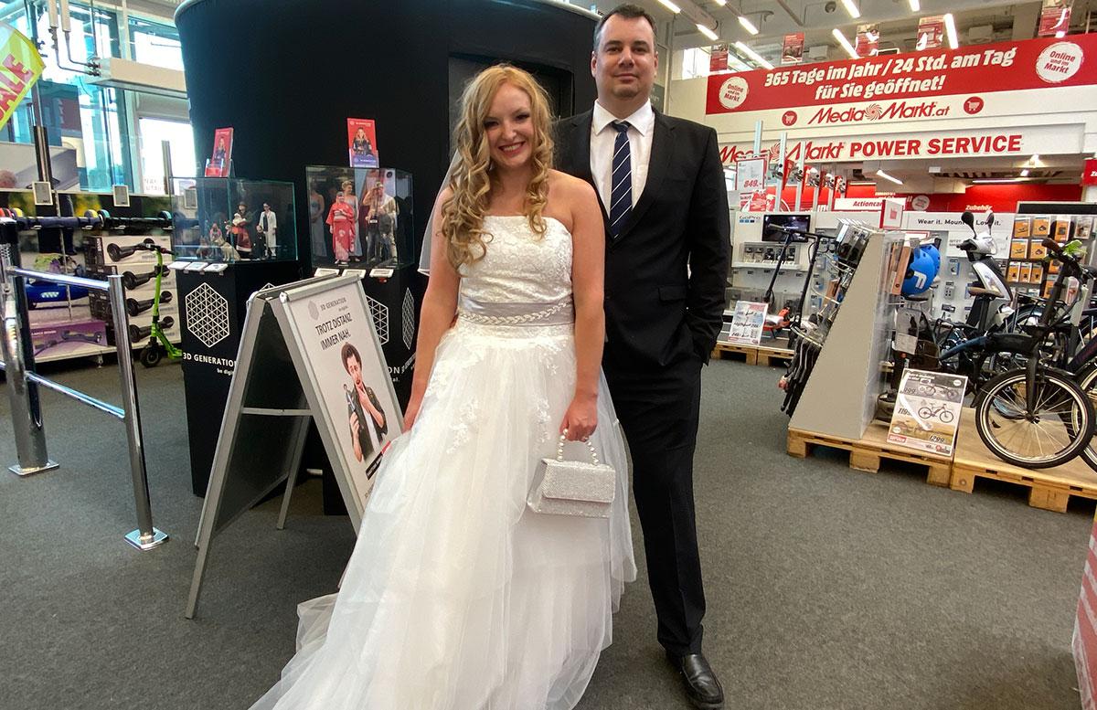 Hochzeitspaar-3D-Figur-von-3D-Generation-Brautpaar-im-Mediamarkt