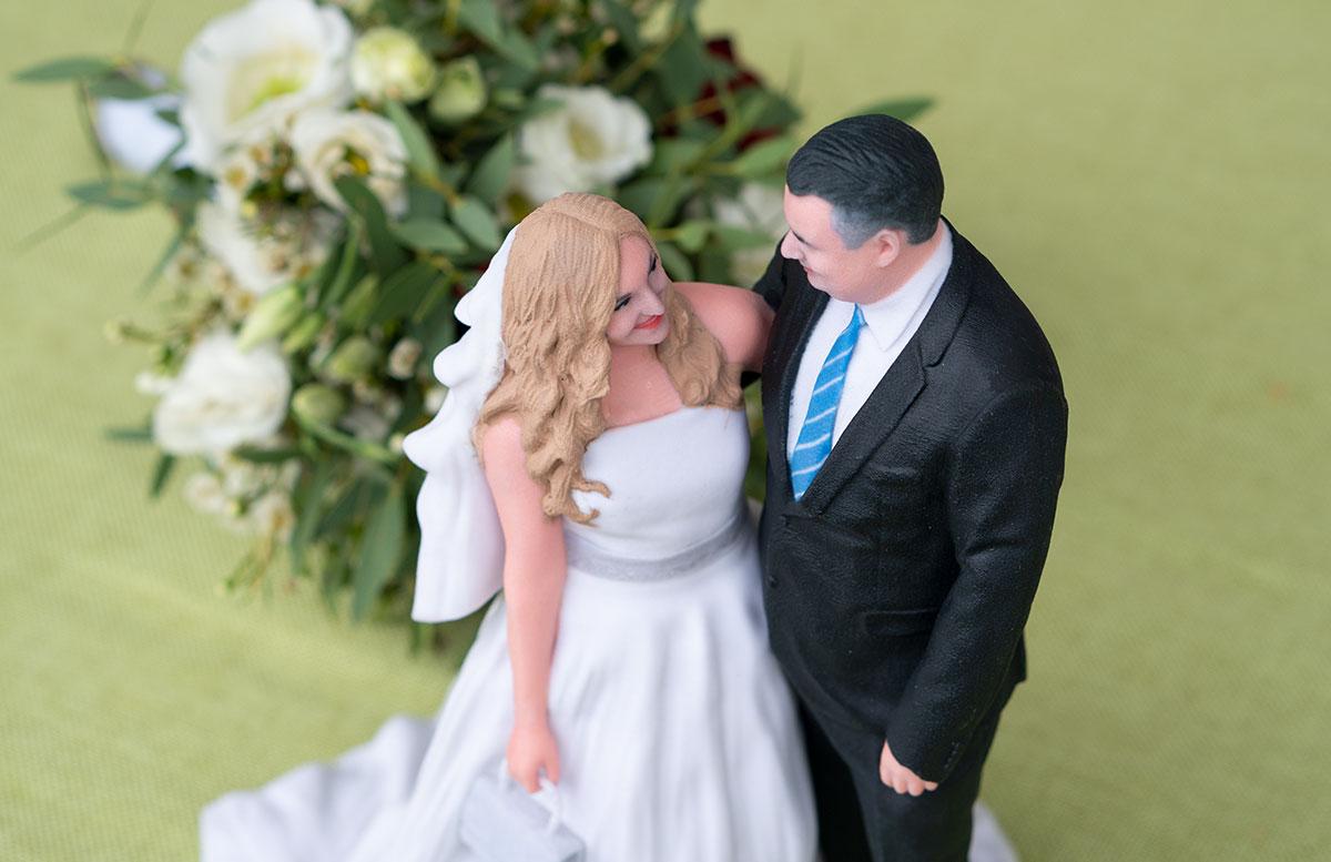 Hochzeitspaar-3D-Figur-von-3D-Generation-neue-haarfarbe