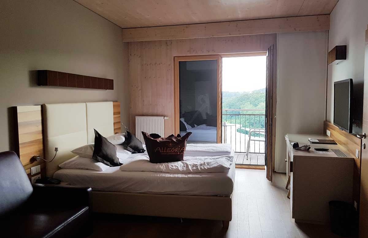 Hotel-Allegria-Resort-Stegersbach-by-Reiters-zimmer-bett