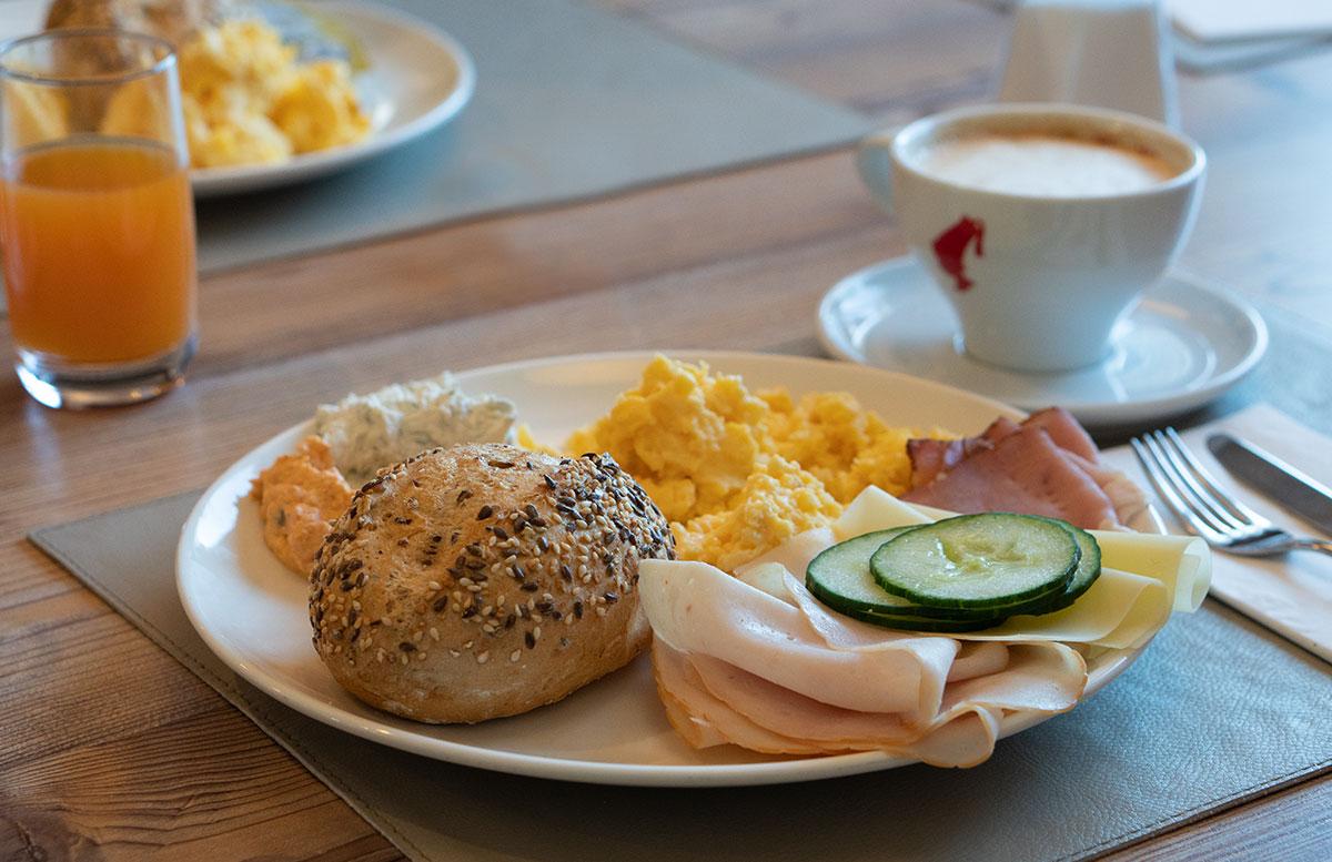 Hotel-COOEE-alpin-Dachstein-in-Gosau-frühstück
