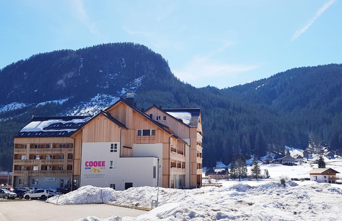 Hotel-COOEE-alpin-Dachstein-in-Gosau-hotel-von-aussen