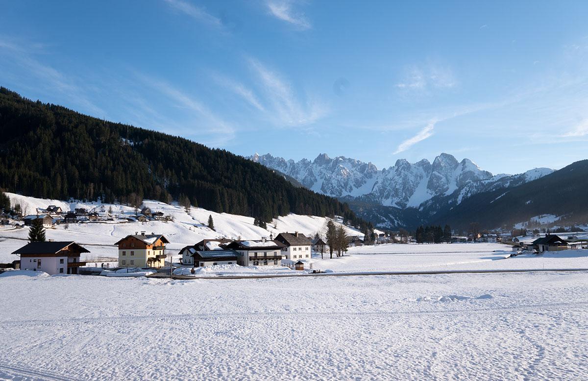 Hotel-COOEE-alpin-Dachstein-in-Gosau-schneelandschaft