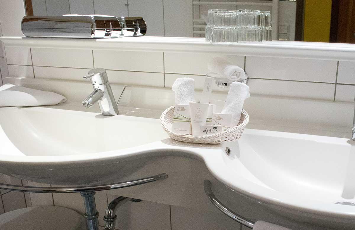 Hotel-Ebner's-Waldhof-am-See--badezimmer