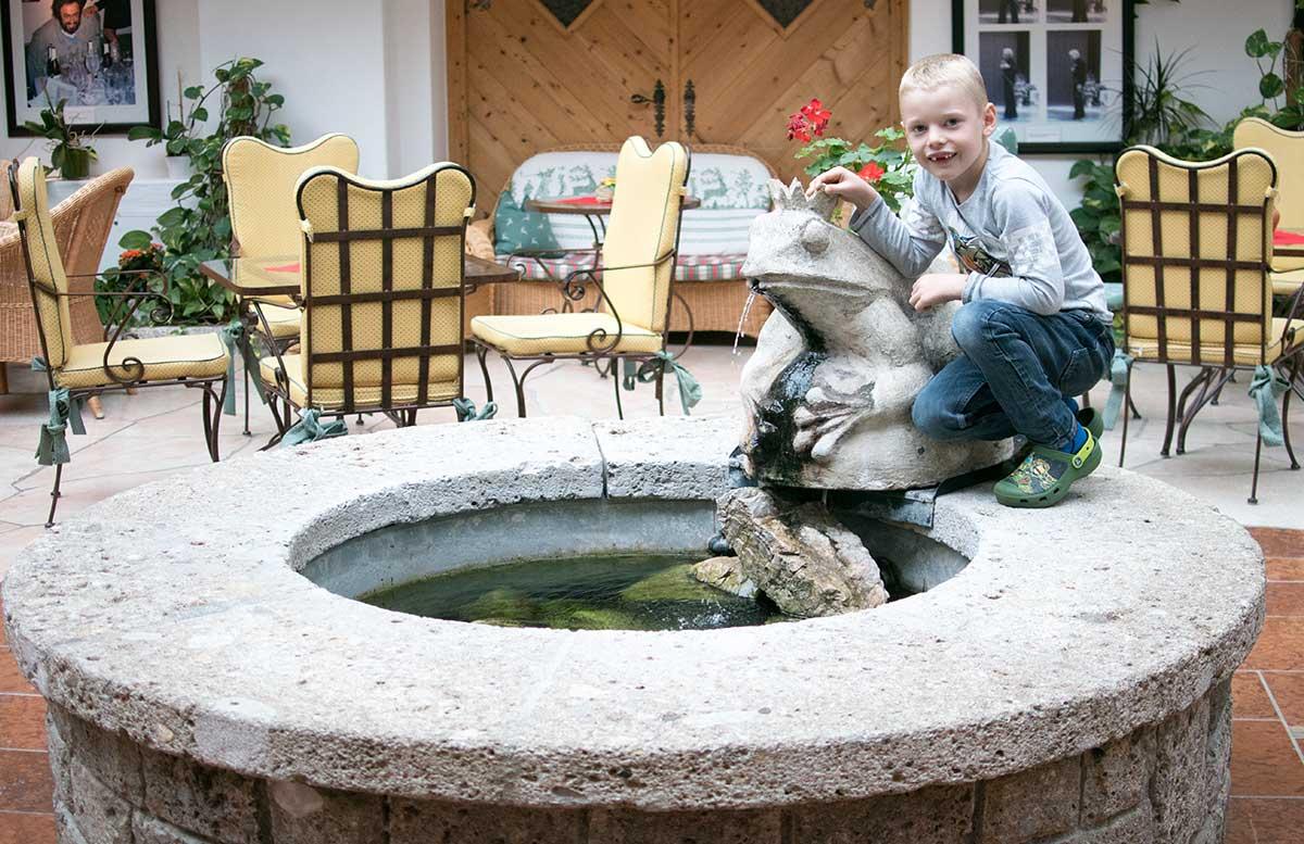 hotel-ebners-waldhof-am-see-froschbrunnen