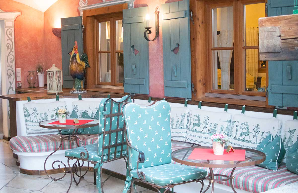 Hotel-Ebner's-Waldhof-am-See-vor-dem-frühstücksraum-2